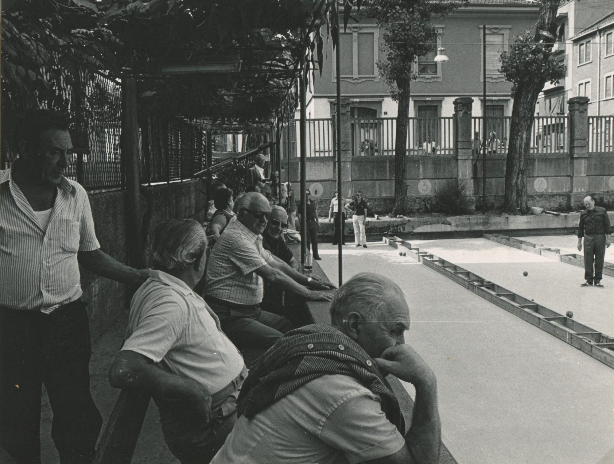 1981-rizzi-silvano-75esimo-anniversario-del-quartiere-solari-umanitaria_giocatori-di-bocce-della-bocciofila-montevideo
